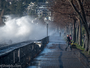 How a Photo Walk Almost Turned Deadly.   Winter Storm Photos At The White Rock Pier - #BCstorm2018