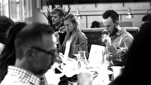 Weinseminar Weinkurs Weinevent Teambildung Firmenevent Firmenanlass Teamanlass Wein Firma Team Bern Basel Zürich Luzern Workshop Weinschule Weinbasics