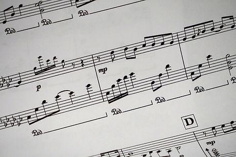 black-and-white-keys-music-note-534283.j