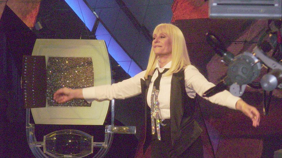 Raffaella Carrà – Canta Sus Grandes Éxitos