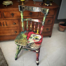 Queen of heart chair #southoffrance #holidays #queen #queenofheart #queenofhearts #customfurniture #homeware #woodenchair #painting #artofth