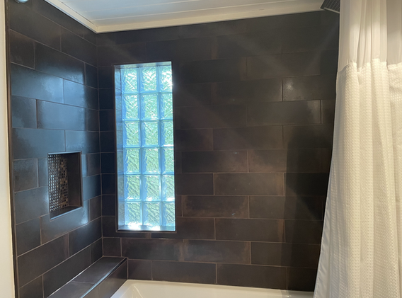 Tiled shower with built-in shampoo niche