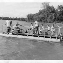 premier bateau ponton.jpg