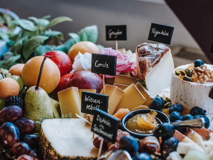 Käse und Obst auf dem Grazing Table