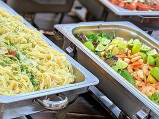 Buffet mit warmen Gerichten