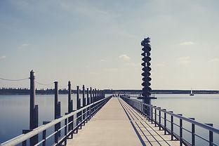 Seebrücke zum schwimmenden Turm