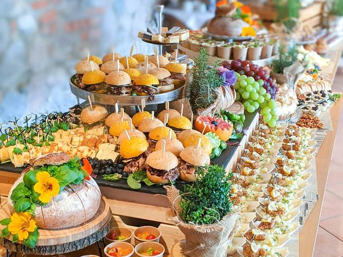 Grazing Table mit Fingerfood zum Brunch