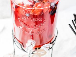 Getränkespender mit Früchten