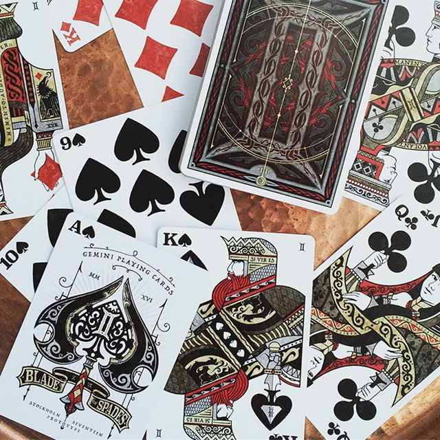 Gemini Playing Cards prototype just arrived ♊️🎉 many tweaks to be done, the backside need to be mor
