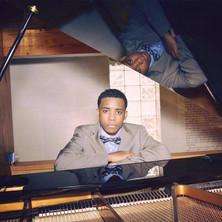old senior pic piano.jpg
