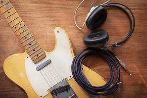 מורה לגיטרה למתחילים.jpg
