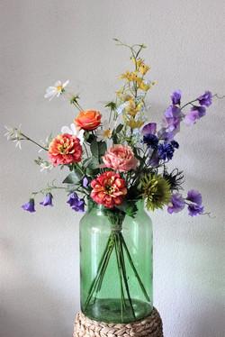 Kunstbloemen-in-vaas-kleurrijk-boeket