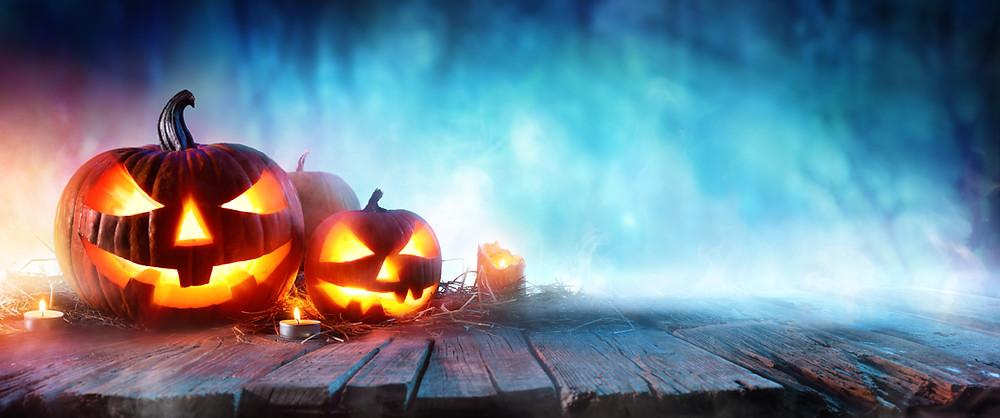 Halloween-pumpkins-misty-background