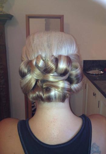 structured-weddings-hairstyles-2016-15.jpg