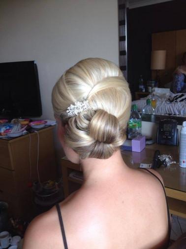 structured-weddings-hairstyles-2016-05.jpg
