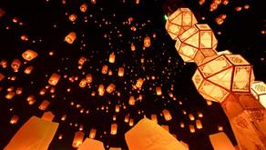 神様に感謝の意を込めて空へと飛ばすチェンマイの「コムローイ祭り」