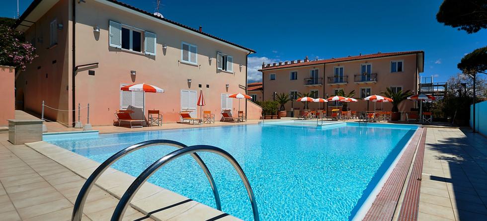esterno-piscina2.JPG