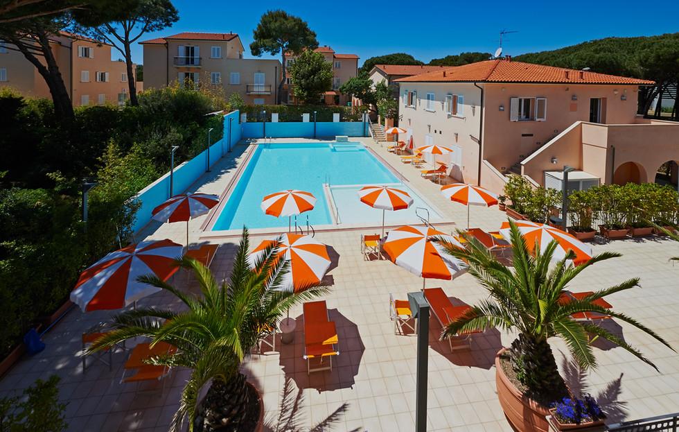 esterno-piscina 4.JPG