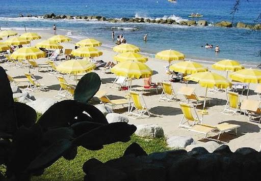 Resort sul mare a Capovaticano