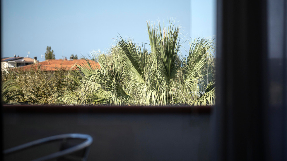 Veranda camera vista piscina