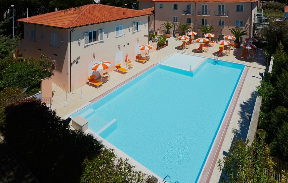esterno-piscina5.JPG