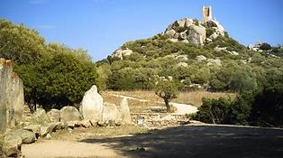 Un forte risalente al medioevo con funzione principale di difendere Civita, sorge su una rocca di appena 89 mt dove ad oggi sono presenti una torre e un edificio rettangolare