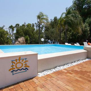 kids-pool--v8364491.jpg