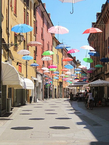 800px-0_Via_Mazzini_-_Ferrara_01.jpg