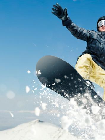 male-snowboarder-dangerous-downhill-in-a