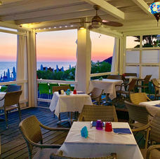 cornice ideale per cenare in riva al mare