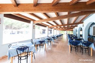 restaurant--v8364397.jpg