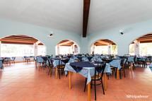 restaurant--v8364429.jpg