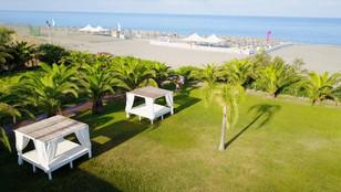 Vista dall'alto giardino e spiaggia