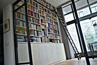 Wandkasten, kasten, tafels, bedden, tuinmeubels.
