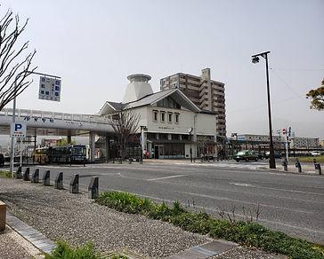 伊万里駅と市営駅前駐車場.jpg