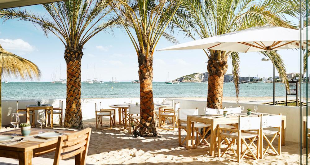 Das Strandrestaurant Chambao serviert frischen Fisch und Meeresfrüchte ©Nobu Hotel Ibiza Bay