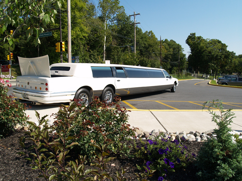 Lincoln_UltraStretchLimo-10a