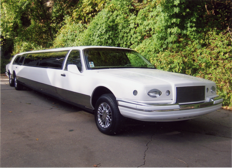 Lincoln_UltraStretchLimo-1a