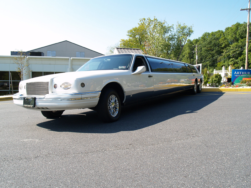 Lincoln_UltraStretchLimo-8a