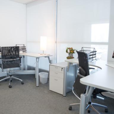 modernes Büro mit trapazierfähigen Teppich.