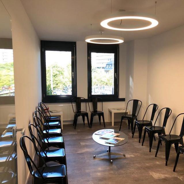 Matrix Ringleuchte im Patietenwartebereich. Praxis Dr. Marc Thomas Wegener, Köln, Germany. Wir sagen Danke!