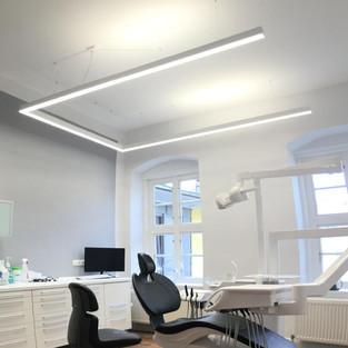 Behandlungs- u. Umfeldbeleuchtung für den Zahnarzt
