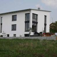 Mehrfamilienhaus neue Fassade.