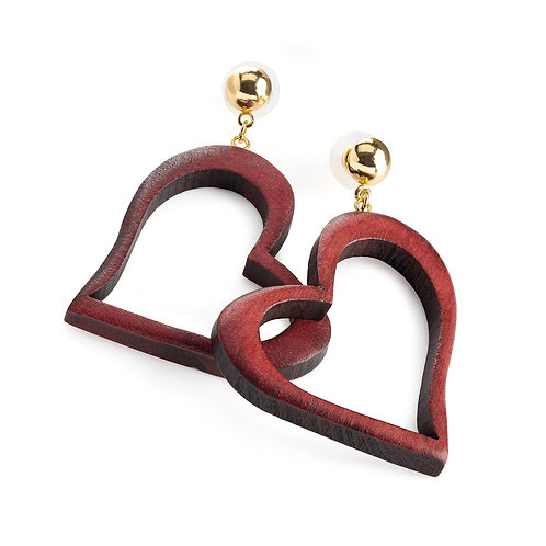 Red wood effect heart design earring