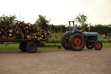 Hosts-tractor.jpg