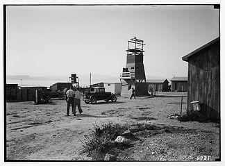 חומה ומגדל 3.jpg