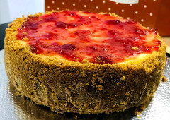 Whole Strawberry Cheesecake - Slices .jp