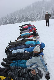 Team-building-in-the-snow3.jpg