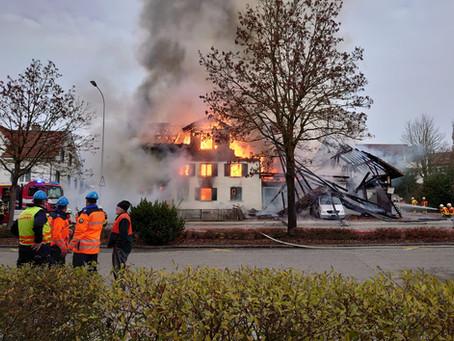 Nachalarmierung Stützpunkt, Hauptstrasse Guntershausen, Haus brennt