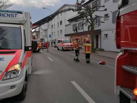 Abklärung, in Aadorf, Unterstützung Sanität mit Autodrehleiter